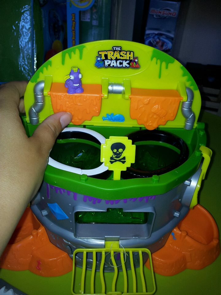 The Trash Pack Series 2 Scum Drum Playset Review  Blog by Baby