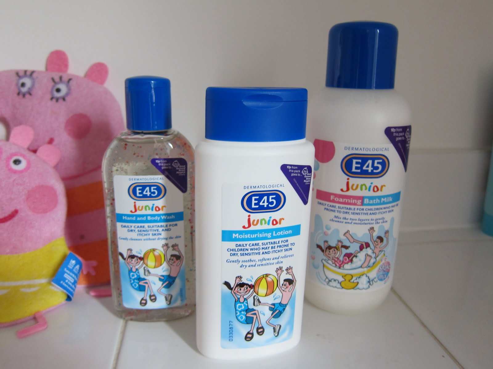 英国E45保湿霜125g , 临床证明有效针对婴幼儿湿疹, 过敏湿疹皮炎霜,超级滋润霜,身体养护,成分天然温和,英国直邮- 英超海淘.秋季护肤过敏敏感肌肤专用.英国代购英超物流